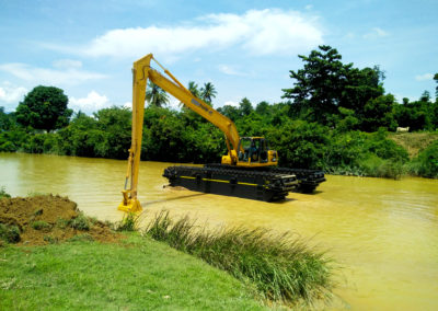 floating marsh buggie excavator long arm eddy pump